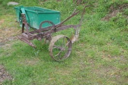 Then Gosias dad got the welder out and the paint to give us the full complement of must have tractor tools